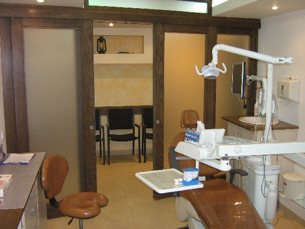 Cabinet si sala de asteptare | Stephanie's Dental Clinic
