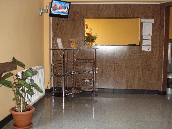 RECEPTIE-SALA DE ASTEPTARE | Centrul Medical ROTMED